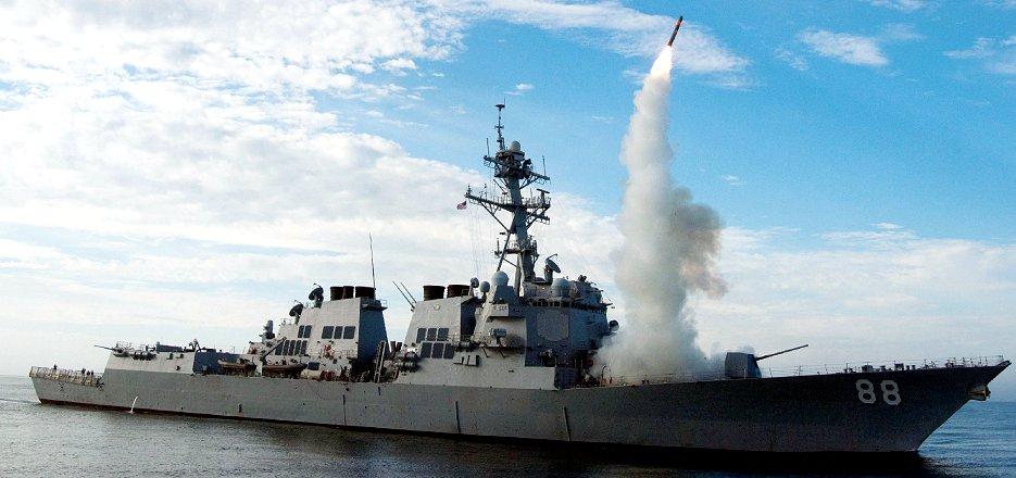 米艦から発射される巡航ミサイル「トマホーク」(2010年、AFP=時事)