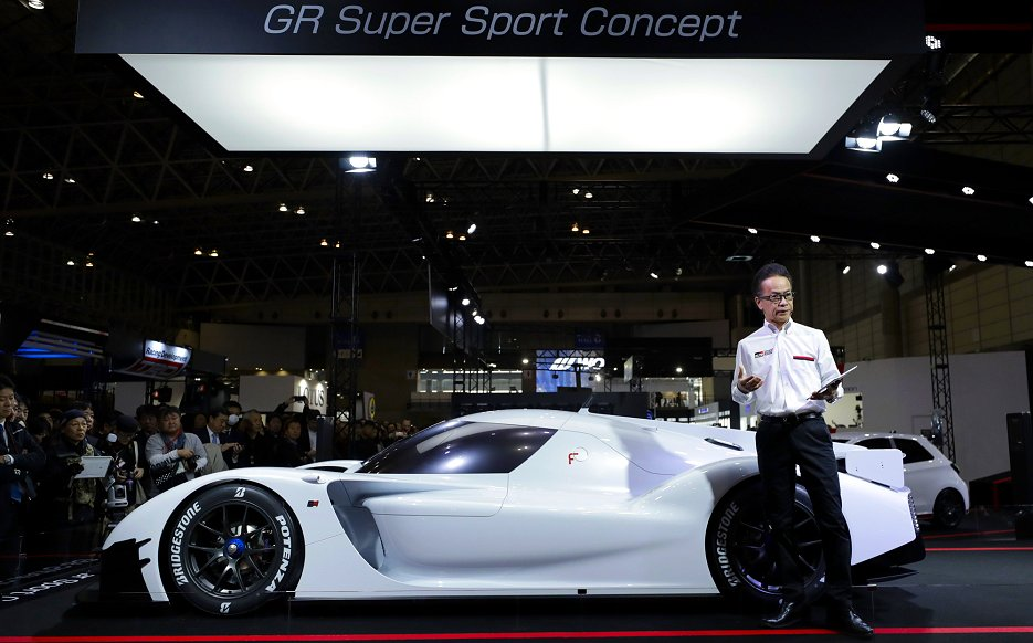 「GR Super Sport Concept」は2.4V6直噴ツインターボ付きエンジンにトヨタのレース向けHVシステムを搭載している(ブルームバーグ)