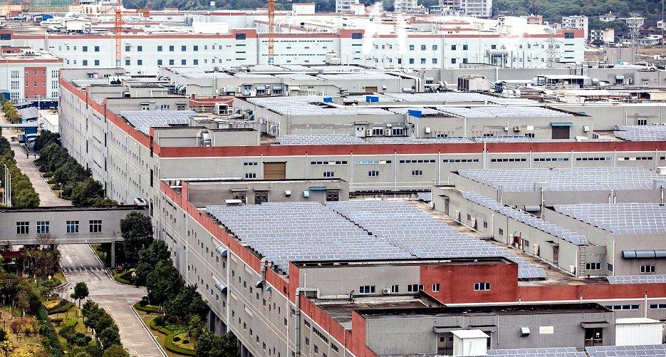 CATL本社と巨大なEV向け電池製造工場(中国・寧徳市、ブルームバーグ)