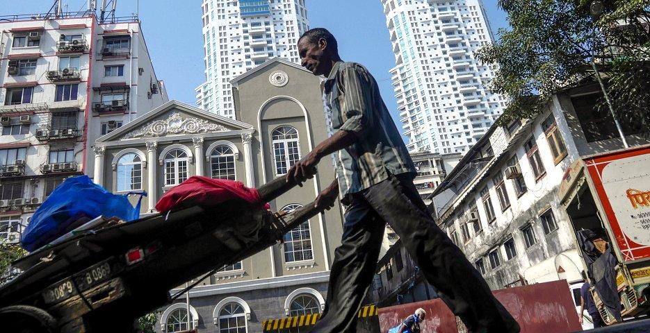 ムンバイの外国人駐在員はキャリアが高い水準にあり、転勤手当や給与もそれに比例した相応しいものになるためだという(ブルームバーグ)