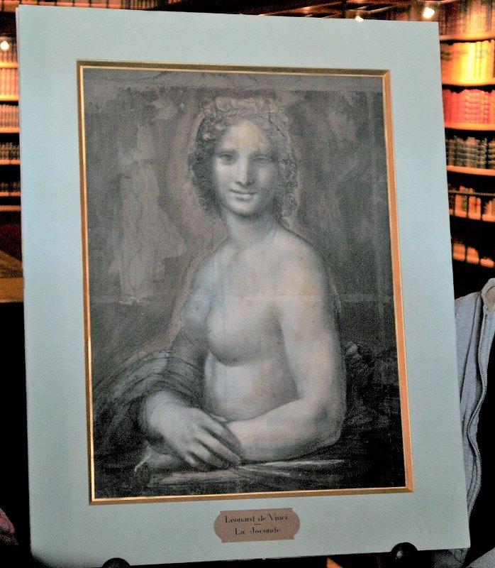 フランスのコンデ美術館で報道陣に公開された「裸のモナリザ」(3月12日、パリ近郊シャンティイ城内=時事)