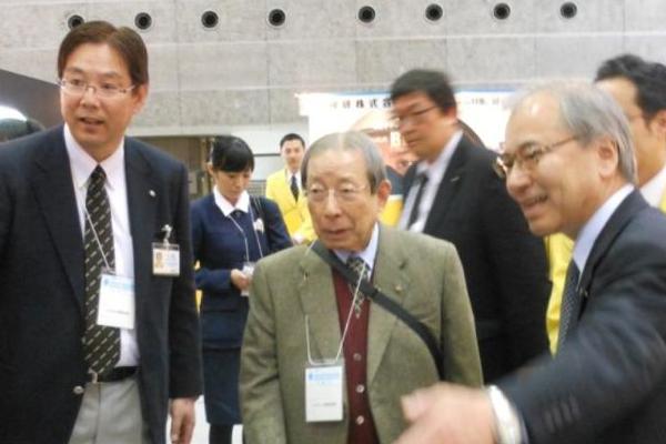 ファナック名誉会長、溶接技術の専門展視察-もちろん世界一目指す